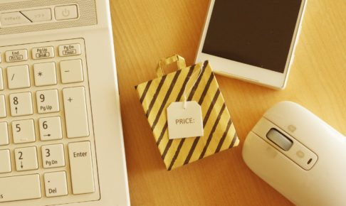 使用信用卡在凭证店购买可使用的凭证!